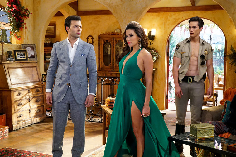 "TELENOVELA -- ""Pilot"" -- Pictured: (l-r) Jencarlos Canela as Camilo Amante de la Rosa, Eva Longoria as Pasion Bustamante, Jose Moreno Brooks as Cesar Rojo Roberto Ramirez Ruiz Casagrande -- (Photo by: Danny Feld/NBC)"