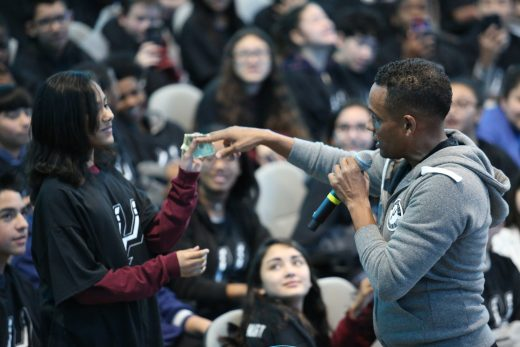 Hill Harper Rewards Students with Real Money at MassMutual #FutureSmart Event